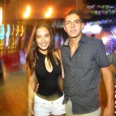 Daniela Barrantes y Ignacio Olaechea en La Cachina Bar, Boulevard de Asia