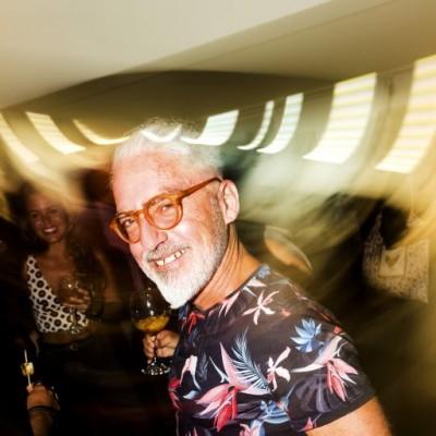 Enrique Leguia en la inauguración de la muestra Veduta XXI en Galería Impakto.