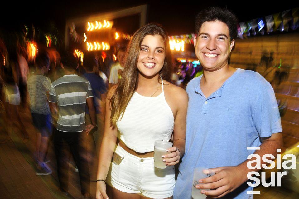 Francesca Barrantes y Juan Pablo Giha en La Cachina Bar, Boulevard de Asia