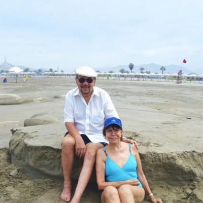 Juan y Celia Ossio en Playa Blanca.