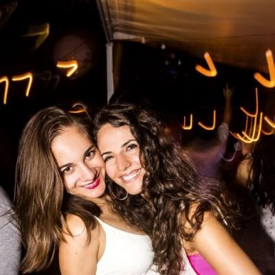 Karinna Berrospi y Alicia Arend en Nikita, Boulevard de Asia.