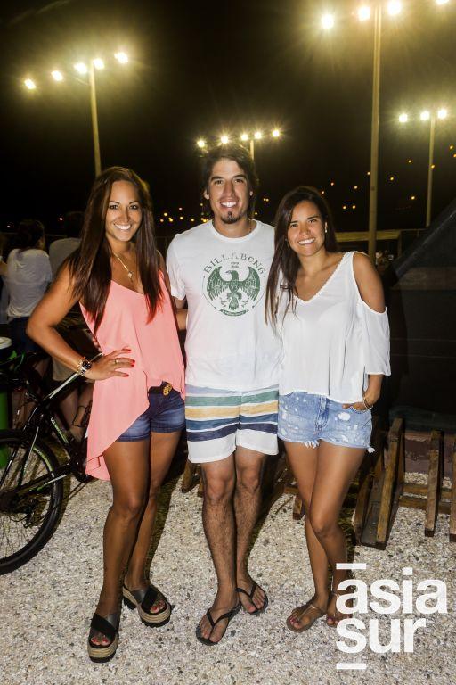 Mara, Paulo y Karen Caceres.