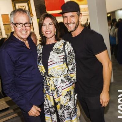 Marco Testino, Melissa León de Peralta y Alexander Neumann en la inauguración de la muestra Veduta XXI en Galería Impakto.