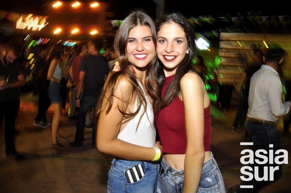 María José Mesa y Flavia del Negro en La Cachina Bar, Boulevard de Asia.