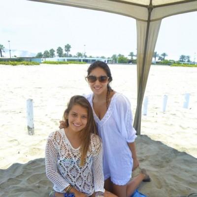 Maria Gracia Valdivia y Alejandra Garcia en Playa Blanca.