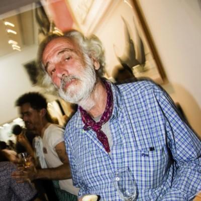 Roberto Cores en la inauguración de la muestra Veduta XXI en Galería Impakto.
