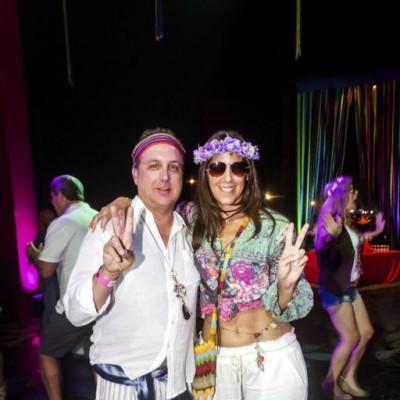 Simon y Sharon Leon.