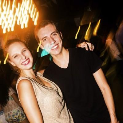 Alexia Blok y Sebastian Gavidia en la Cachina Bar, Boulevard de Asia.