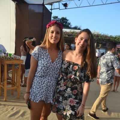Anneliese Castle y Melina Barrios.