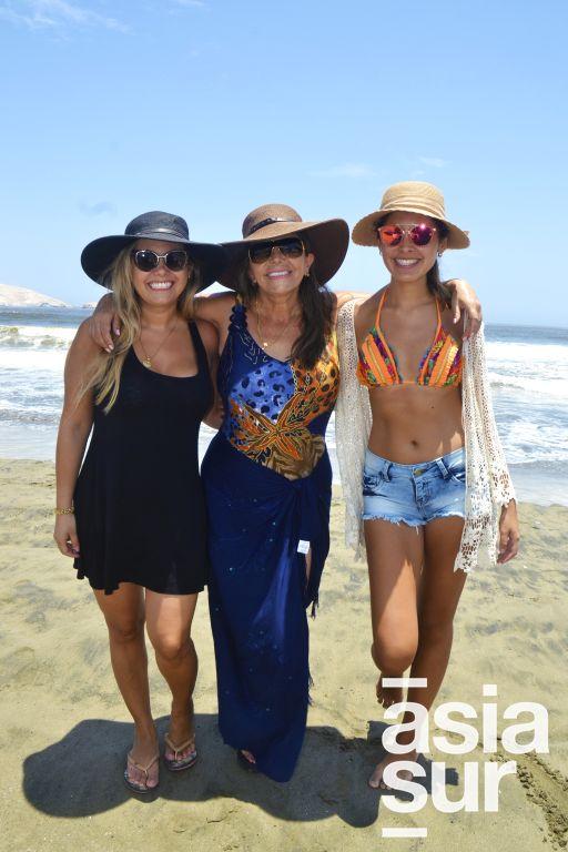 Giuliana Navarrete, Vilma la Torre y Sofia Oviedo en Playa Blanca.