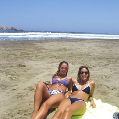 Jo y Paula Fuenzalida en Playa del Sol.