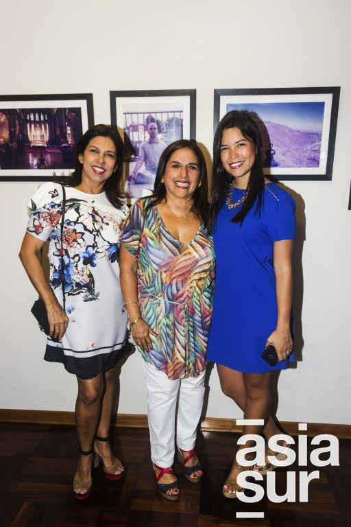 Martha de Gamero, Liliana Krishna y Paola Gamero.