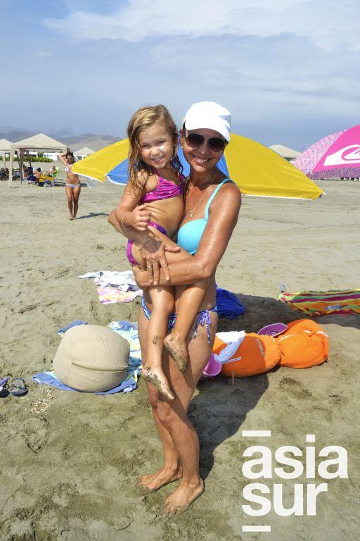 Victoria Haaker y Malena Blume en Playa Blanca.