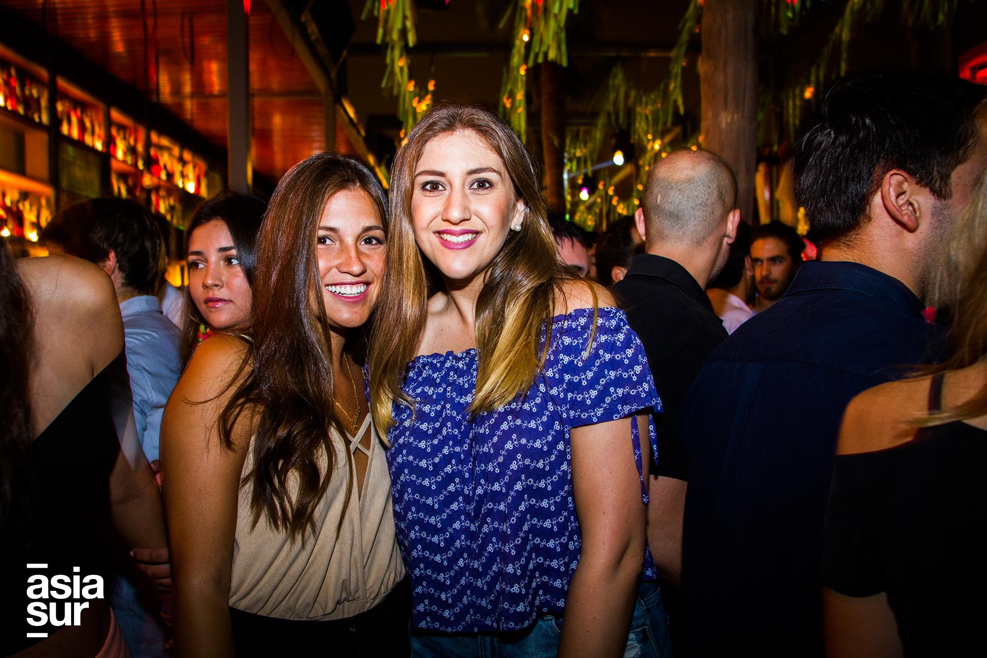 Luciana Cassinelli y Maria Gracia Espinoza en Café del Mar