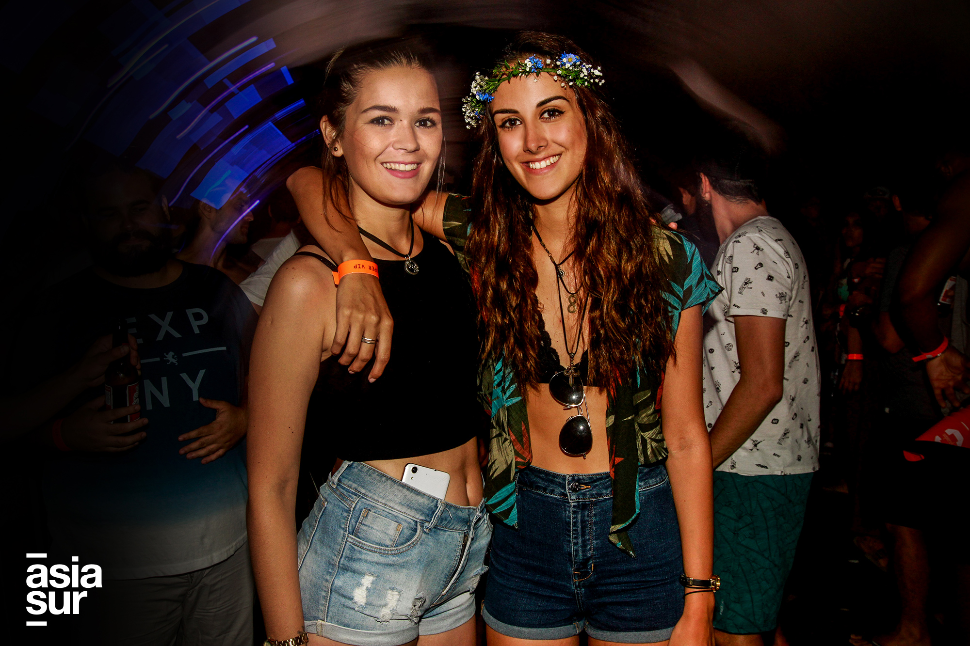 Solange Hermoza y Elle Frantzen en Huaka Beach Fest en Playa Asia